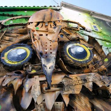 Street art : Un artiste portugais recycle des ordures